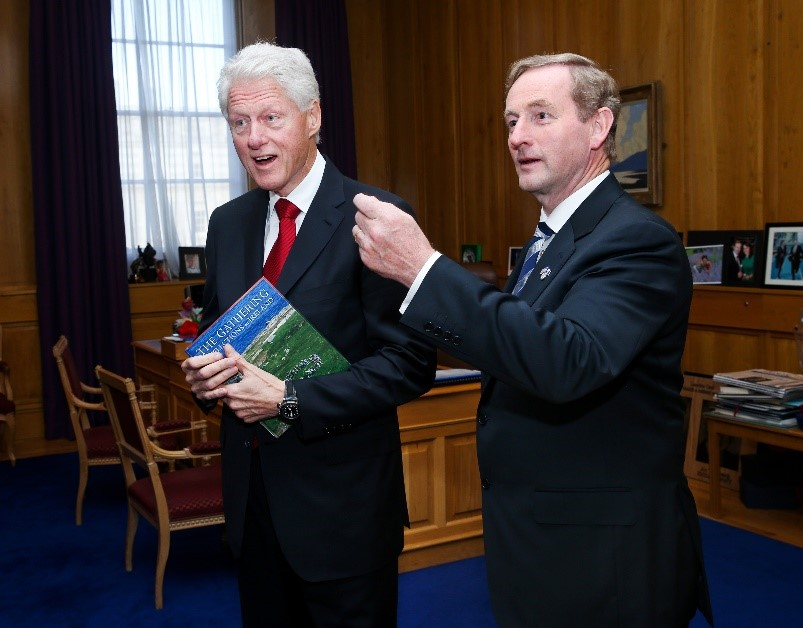 AN TAOISEACH ENDA KENNY PRESENTING A COPY OF THE IRISH HOSPICE FOUNDATION'S BOOK, THE GATHERING-REFLECTIONS ON IRELAND, TO FORMER US PRESIDENT BILL CLINTON, 2013.